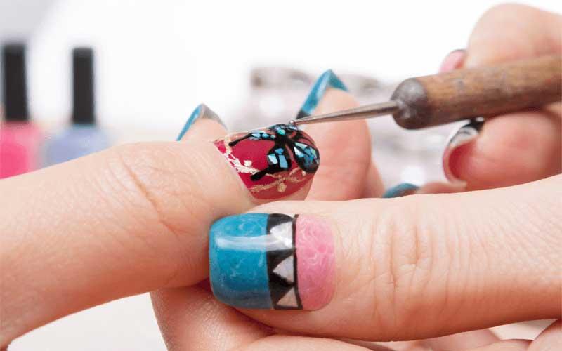 Curso presencial decoración de uñas y maletín completo de decoración de Barcelona Beauty School