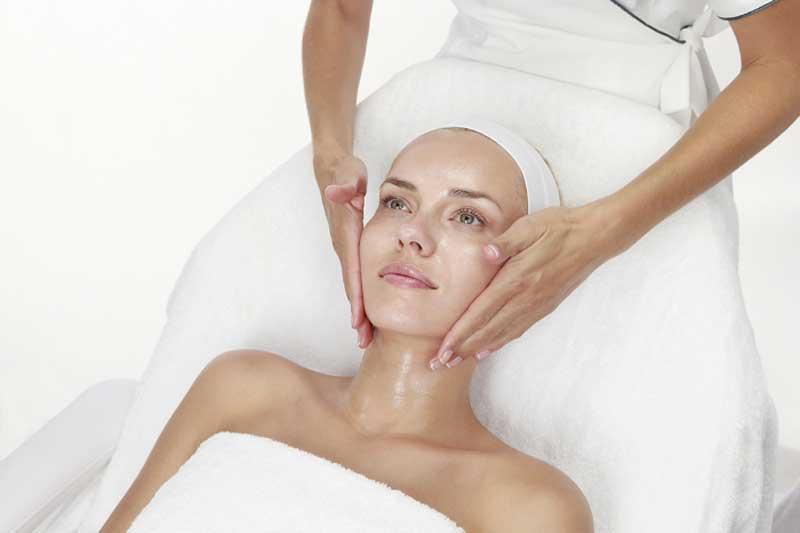 Christina Cosmetics recomienda el uso de Retinol-e para tratar rostro y ojos