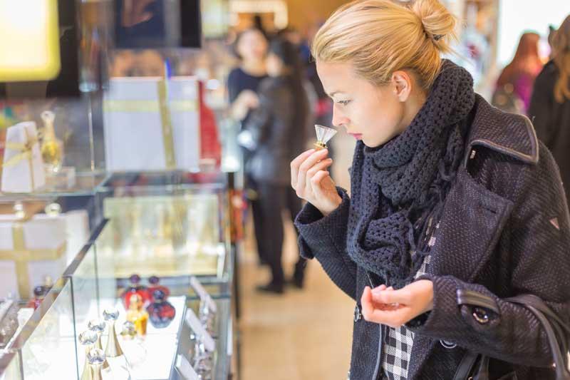 Los análisis de laboratorio demuestran los riesgos y peligros de los componentes de los perfumes falsos