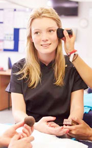 Talleres de maquillaje solidario para ayudar a la investigación contra el cáncer