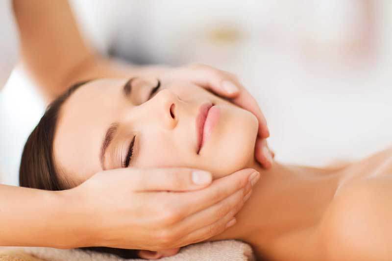 La importancia de los masajes faciales