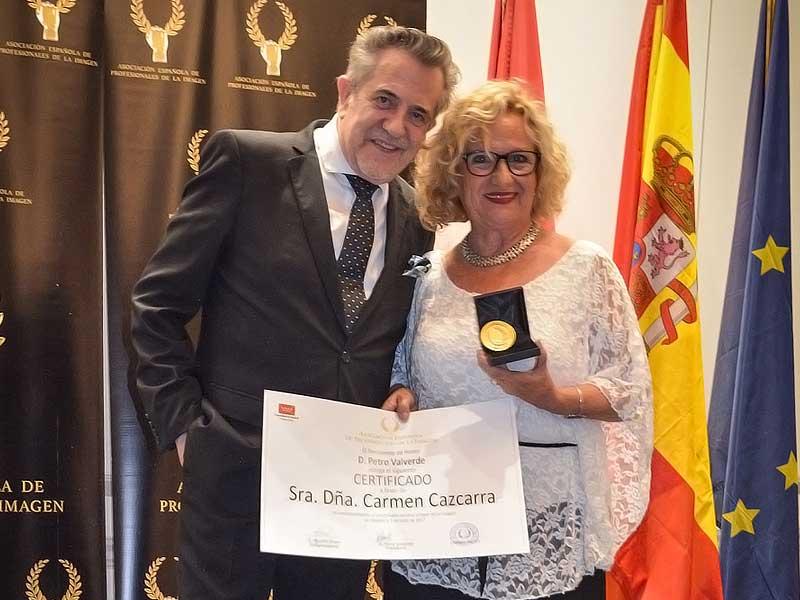Carmen Cazcarra recibe la medalla de oro de la Asociación Española de Profesionales de la Imagen