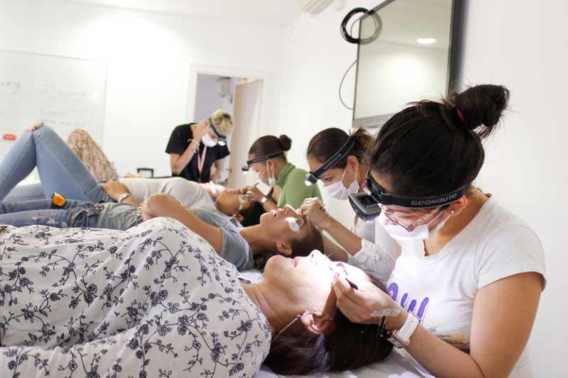 Barcelona Beauty School no cierra en verano