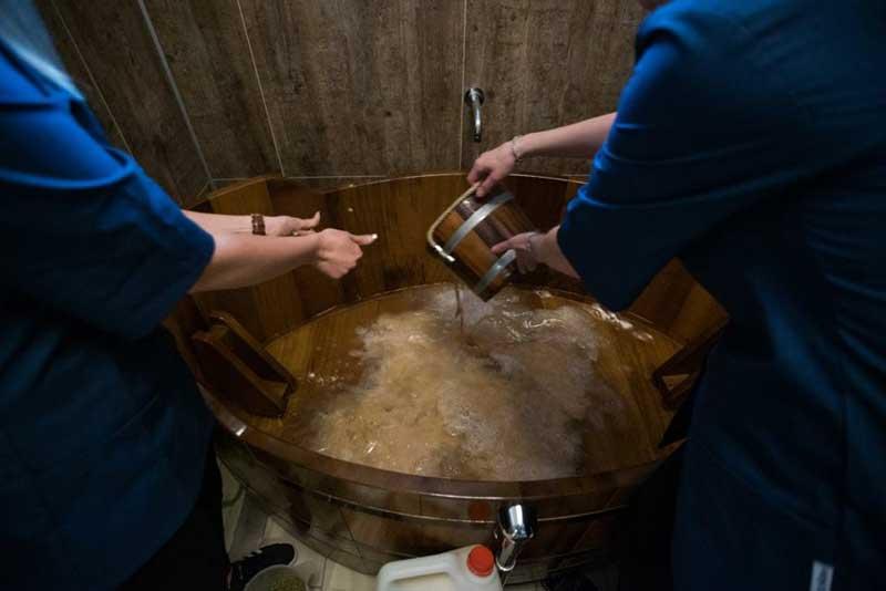 Um spa de cerveja, a última novidade para deixar a pele lisa