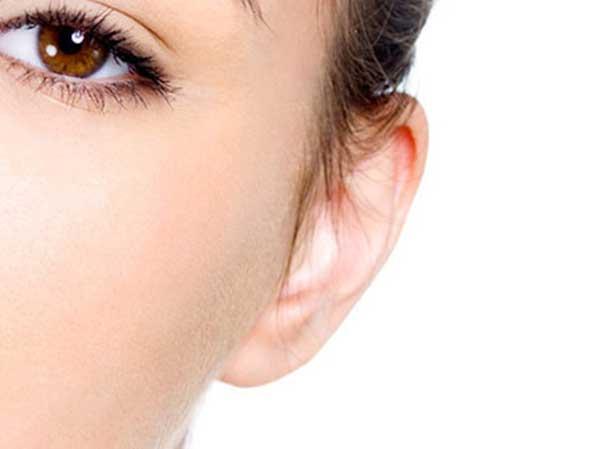 El doctor Diego Tomás Ivancich presenta la solución para los lóbulos rasgados de las orejas