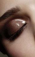 Glossy eyes o párpados golosos, nuevas tendencias en maquillaje