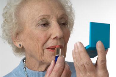 Maquillarse mejora la salud en las mujeres de edad avanzada