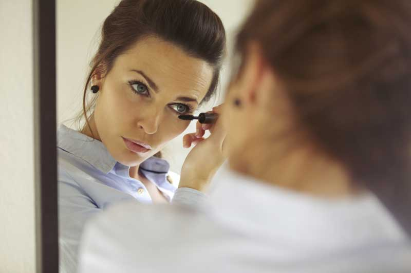 Los procedimientos que rejuvenecen bajo los ojos