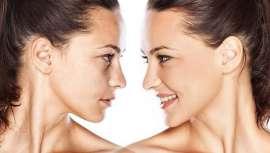 La firma ha elaborado un complejo y eficaz protocolo que, aplicado durante dos meses, puede llegar a eliminar las manchas dérmicas más difíciles, reordenando la melanina y deshaciendo el pigmento acumulado bajo la superficie de la piel