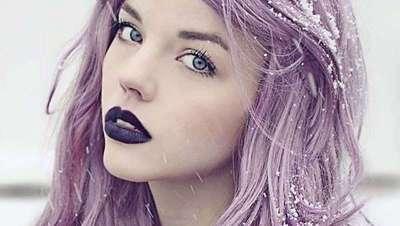 Cabello gris con reflejos viol�ceos: as� es el smokey lilac