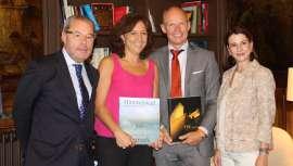 La directora de Ellipse Spain, Nuria Vila, y el CEO de la empresa, Jacob Kildegaard Larsen, visitaron el 9 de septiembre a la alcaldesa de Vic, en Barcelona, donde la compañía tiene su sede española