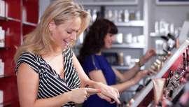 El estudio muestra que las mujeres residentes en España gastaron por término medio 24,58 euros en este tipo de productos