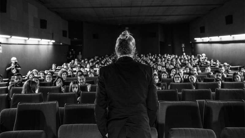 Cerca de 300 personas asisten al estreno del corto Cuando el viento, de Macomaco