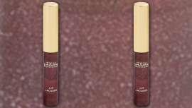 Textura suave y cuidada que proporciona confort e hidratación a los labios. Un olor muy intenso y de brillo duradero para unos labios oscuros y bien marcados