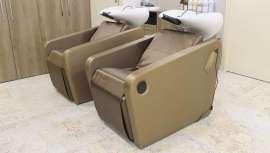 Este lavacabezas tiene una estructura de acero y aluminio. Además, es personalizable y con una amplia gama de tapizados disponibles