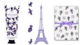 Académie reinterpreta una crema de 1890 a base de jugo de violetas que deja en la piel un velo de suavidad mientras la protege de ataques exteriores