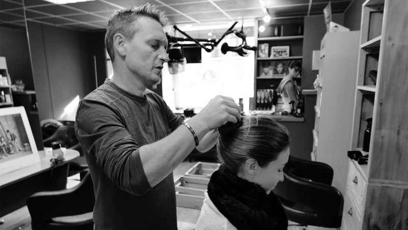 Reciclar el cabello cortado con fines ecológicos'