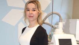La  doctora Adriana Ribé, médico dermatopatóloga y directora de Ribe Clinic, es una de las pioneras en ofrecer la nueva versión del aplicador CoolAdvantage de CoolSculpting