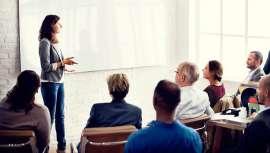 Está dirigido a profesionales de empresas interesadas en mejorar la comunicación en el punto de venta y la  eficacia de su material in-store para captar al comprador