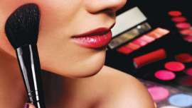 Esta firma de maquillaje presenta una amplia y completa gama de productos formulados con principios activos que cuidan y mejoran el estado de la piel