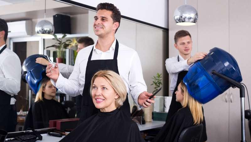 La peluquería, un sector atomizado en Madrid y Barcelona