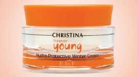 Esta crema de Christina Cosmetics retiene la humedad en el interior de la piel y evita que ésta se reseque con el frío formando una fina película que mantiene el equilibrio de hidratación y temperatura naturales de la piel