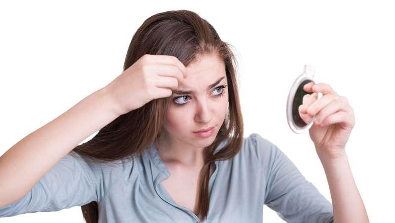 Cómo enfrentarse a las canas incipientes, según el salón Blow Dry Bar