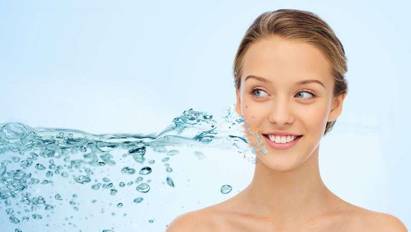 Larga vida al agua como aliada para la belleza y la salud