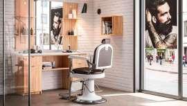 Los orígenes de Pietranera se remontan al año 1956, como fabricante italiano de butacas para barberías, irrumpiendo después en el segmento femenino. A día de hoy, la firma sigue creando piezas de mobiliario de diseño para el mercado masculino