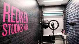 La firma de la quinta avenida acaba de inaugurar su Redken Studio 404, provisto de la tecnología digital necesaria para crear contenidos formativos destinados a las redes sociales