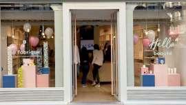 Esta apertura permite a la firma acercar la experiencia off-line a sus clientes europeos. El nuevo espacio ofrecerá una gran variedad de cosméticos de más de 500 marcas y servicios de belleza exclusivos