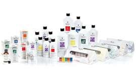 A marca apresenta seis linhas de produtos específicos, para profissionais, para fazer frente aos problemas estéticos que afetam o couro cabeludo e cabelo