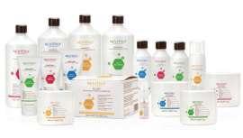 Esta gama de tratamentos profissionais incorpora três tipos distintos de ácido hialurónico que reconstroem os cabelos mais estragados