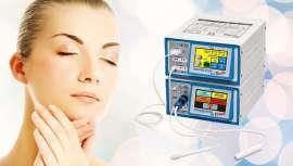 La unión de estos dispositivos es ideal para tratar la flacidez, arrugas, ojeras, manchas, cicatrices y estrías