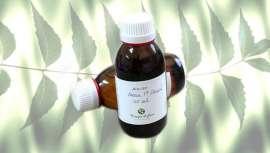 """Este óleo provém da considerada """"árvore do século XXI"""" pela ONU, devido às suas aplicações e benefícios terapêuticos. A sua utilização é habitual na produção de cosméticos na India, e na medicina ayurvédica e tradicional"""