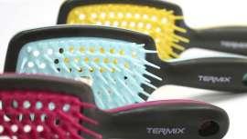 Los nuevos cepillos de Térmix se presentan en llamativos colores y en un atractivo expositor. Su punto fuerte es que evitan los molestos tirones gracias a sus púas de caucho ultraflexibles