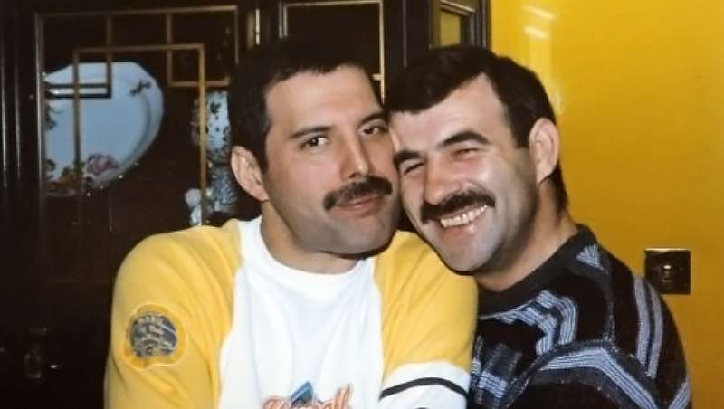 Trascienden imágenes inéditas de Freddie Mercury junto a su pareja, el peluquero Jim Hutton