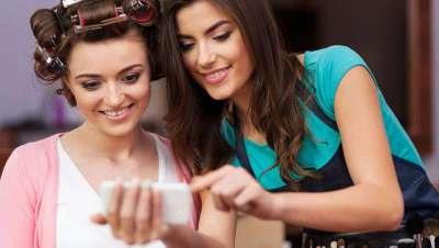 La peluquería, ¿enganchada al móvil?