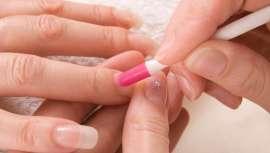 Las uñas de gel destacan por su aspecto más natural y brillante y su curado rápido
