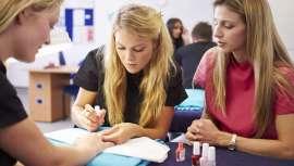 Es proveedor de productos para los centros y una escuela de formación donde los profesionales entran directamente en el mundo laboral