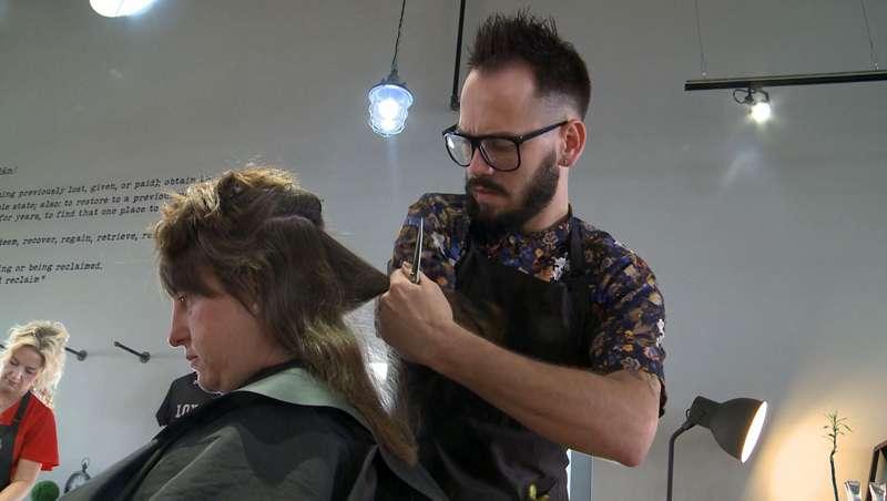 Michael Rockafellow ha cumpido el sueño de ser peluquero con un solo brazo