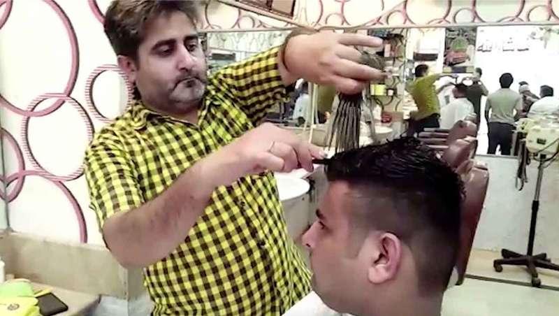 El corte de pelo más 'picante' se hace con 15 tijeras