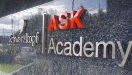 La firma, incluida en el portafolio de la alemana Henkel, lidera esta academia inaugurada recientemente en Bogotá (Colombia)
