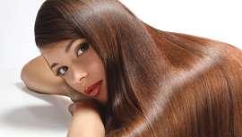 El brillo es el rey y las mujeres confían en su peluquero para que su melena disfrute de la máxima luminosidad. Te presentamos las bases y tratamientos para que el cabello de tus clientas haga del efecto glitter su mejor aliado
