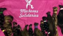 El 19 de octubre se celebrará el Día contra el Cáncer de Mama. La producción de pelucas de cabello natural donado devuelve la sonrisa a muchas pacientes en tratamiento oncológico. La ONG Mechones Solidarios nos explica en qué consiste