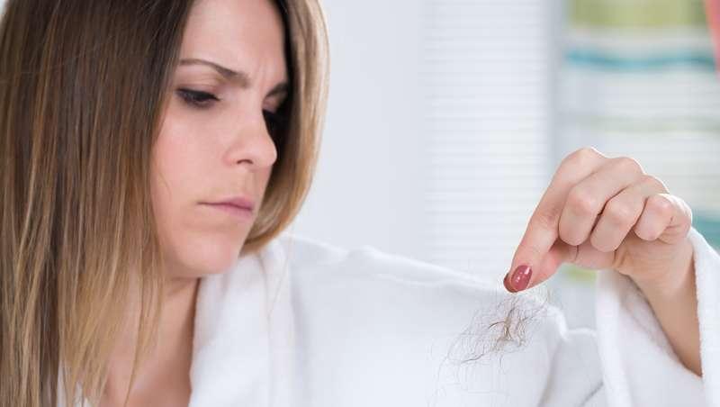 Cómo tratar la caída del cabello en otoño en el salón