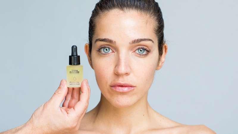 Los aceites faciales, primers de maquillaje profesional
