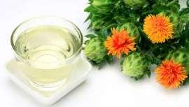 Las propiedades de este aceite son fantásticas para que la industria cosmética haga uso de él. Lo encontramos en lociones, tónicos, protectores solares, cremas antiarrugas y más