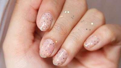 Nails que deixam pegadas. Coroas invertida e  glitter, muito glitter, para um inverno em que o tudo é Nail Art