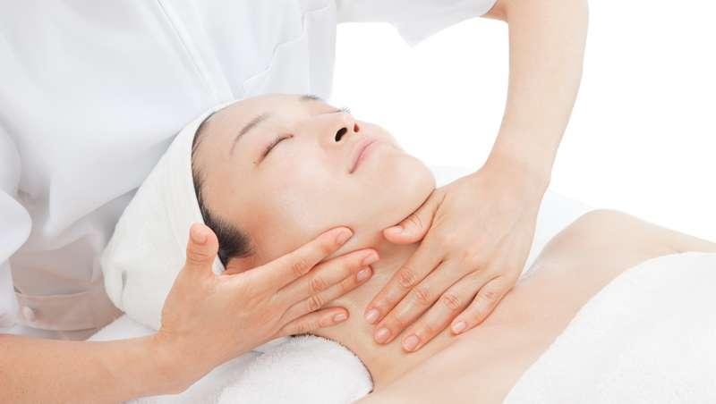 La técnica del masaje kenkou o lifting japonés